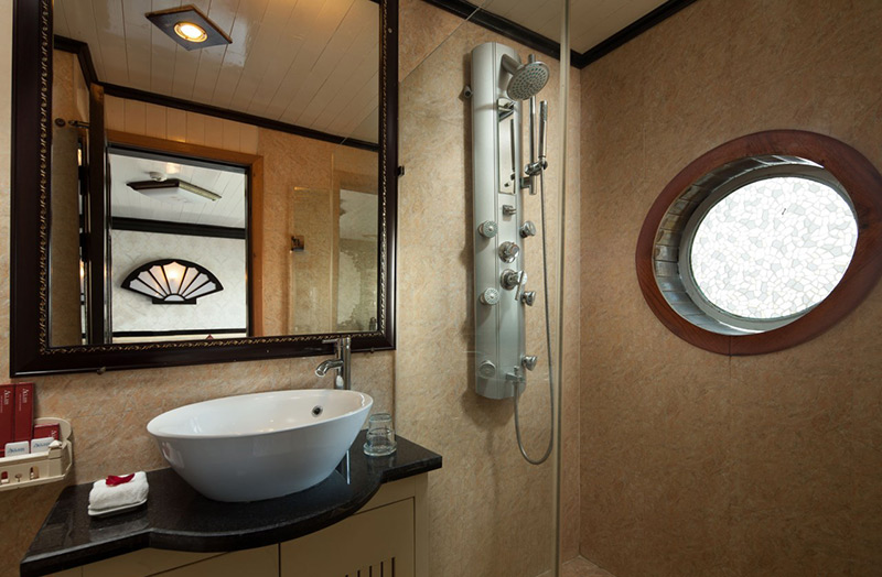 aclass legend cruise bathroom