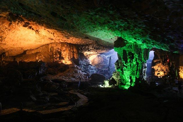 amazing cave halong
