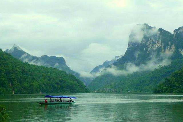 boat on ba be lake