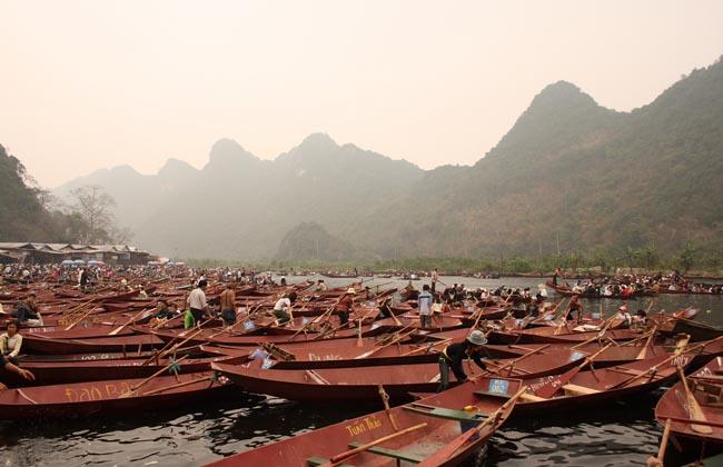 perfume pagoda boats