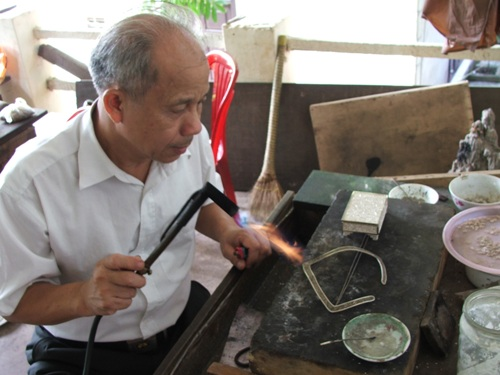 dinh cong jewelry craft village