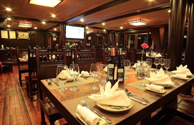 restaurant garden bay cruise