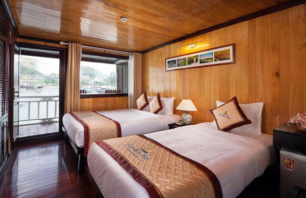 twin deluxe garden bay cruise