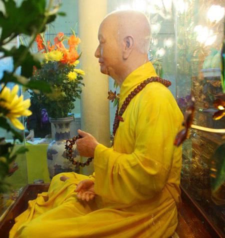 human like wax statue of quan su pagoda