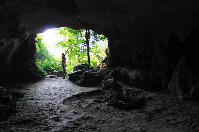 prehistoric cave in cuc phuong park
