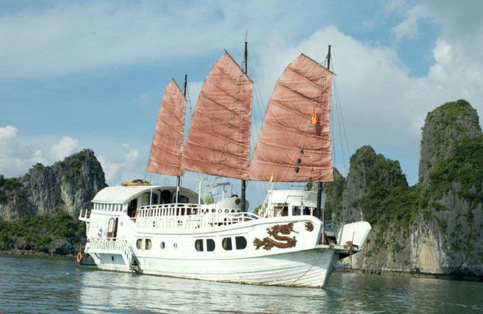 red dragon cruise halong