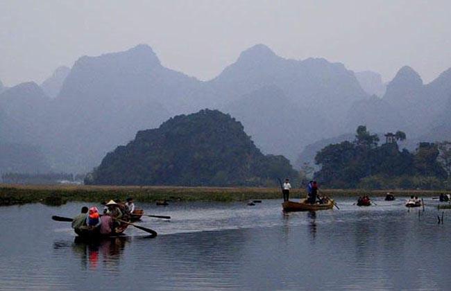 perfume pagoda rowing boat