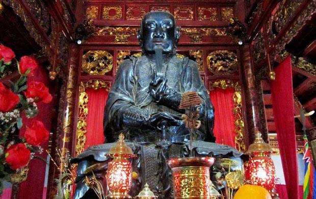 tran vu bronze statue
